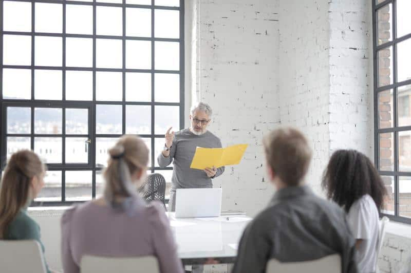 szkolenie pracowników w biurze