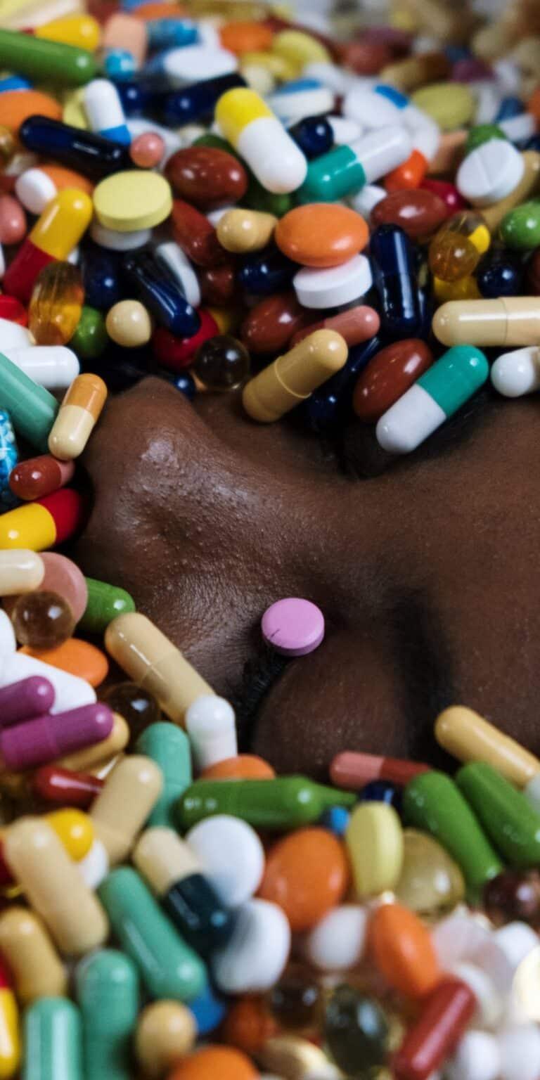 tabletki na twarzy